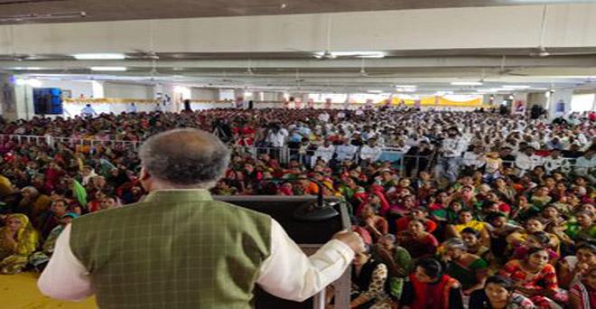 गुजरात के अमरेली जिले में आयोजित सहकारी समिति की वार्षिक बैठक में केंद्रीय कृषि मंत्री नरेंद्र सिंह तोमर शामिल हुए