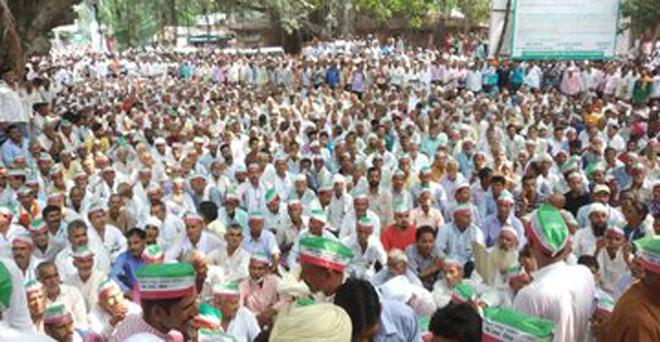 गन्ना के बकाया और ब्याज के भुगतान की मांगों को लेकर बिजनौर में किसानों का धरना जारी है