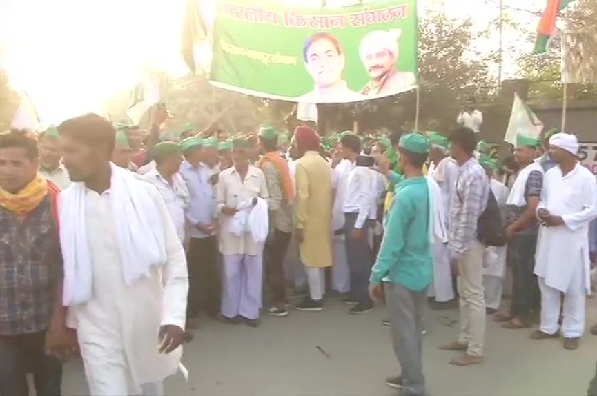 पुलिस ने किसानों को दिल्ली की सीमा पर रोका, कृषि मंत्रालय के अधिकारियों से मिलेंगे 11 किसान प्रतिनिधि
