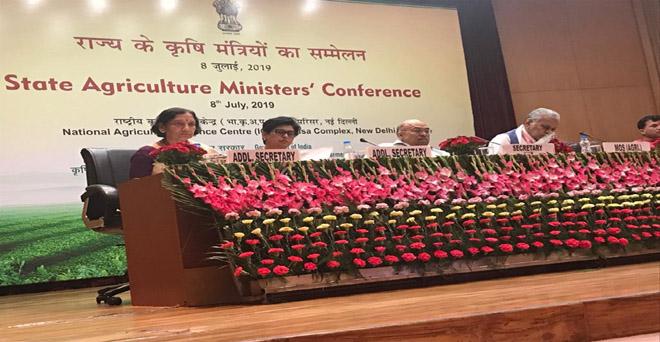 नई दिल्ली में आयोजित राज्यों के कृषि मंत्रियों के सम्मेलन में केंद्रीय कृषि राज्य मंत्री पुरुषोत्तम रूपाला, कृषि सचिव संजय अग्रवाल एवं अन्य अधिकारी