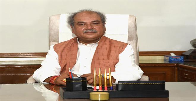 मोदी सरकार दो में केंद्रीय कृषि मंत्री बने नरेंद्र सिंह तोमर चार्ज लेते हुए, कृषि के साथ-साथ ग्रामीण विकास मंत्रालय एवं पंचायती राज की भी जिम्मेदारी दी गई है