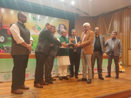 अंतरराष्ट्रीय ख्याति प्राप्त ब्रीडिंग साइंटिस्ट डॉ. बख्शी राम कोयंबटूर स्थित आइसीएआर शुगरकेन ब्रीडिंग इंस्टीट्यूट के डायरेक्टर हैं। उनके द्वारा विकसित गन्ने की वैरायटी देश के 56 फीसदी क्षेत्र में उगाई जाती है।