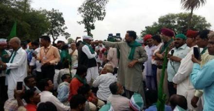 मंदसौर में किसान यात्रा रोकी, योगेन्द्र यादव, वीएम सिंह, राजू शेट्टी समेत कई गिरफ्तार