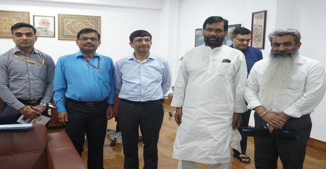 पंजाब सरकार के खाद्य एवं उपभोक्ता मामले मंत्री भारत भूषण आशु ने खाद्य एवं उपभोक्ता मामले केंद्रीय मंत्री रामविलास पासवान से मुलाकात की। राज्य में अनाज के भंडारण से जुड़े मुद्दों पर विस्तार से चर्चा हुई।