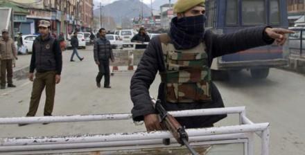 कश्मीर में हिंसक संघर्षों के बाद अतिरिक्त बल तैनात