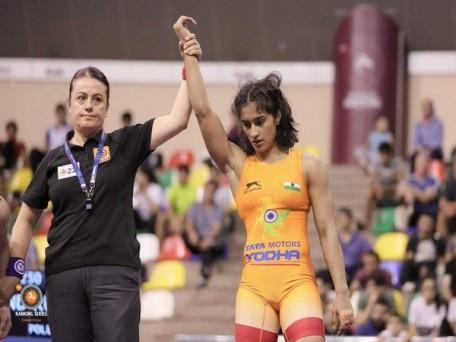 2020 ओलंपिक के लिए क्वालीफाई करने वाली पहली भारतीय रेसलर बनी विनेश फोगाट, अमेरिका की स्टार रेसलर साराह को हराया