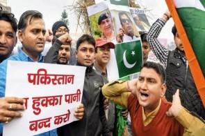 फिर कश्मीर बीच बहस में