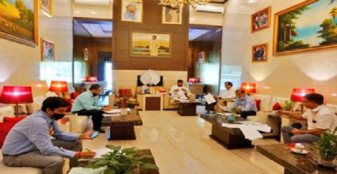 केंद्रीय खाद्य एव उपभोक्ता मामले मंत्री रामविलास पासवान ने सचिव एवं अन्य अधिकारियों के साथ चीनी के उत्पादन, गन्ना किसानों के बकाया भुगतान, एथनॉल उत्पादन जैसे विषयों पर समीक्षात्मक बैठक की