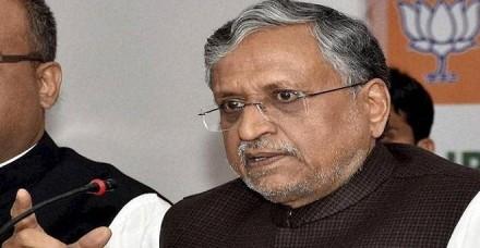 मंत्री मंजू वर्मा के बचाव में उतरे सुशील मोदी, कहा- घोटाले के आरोपी नैतिकता का पाठ न पढ़ाएं