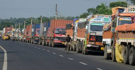 ट्रक हड़ताल चौथे दिन जारी: फल हुए महंगे, सब्जियों पर भी असर पड़ने की आशंका