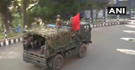 शिलांग में पथराव में तीन सीआरपीएफ कर्मी घायल, सेना ने किया फ्लैग मार्च