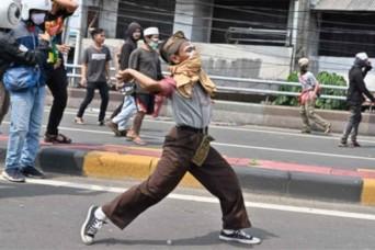जोको विडोडो के फिर से इंडोनेशिया का राष्ट्रपति चुने जाने के विरोध में भड़की हिंसा, छह की मौत