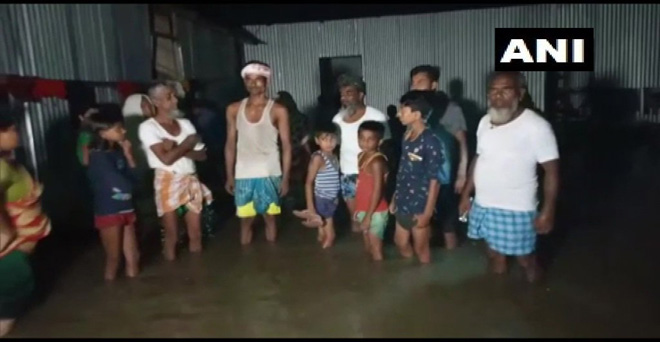 असम में भारी बारिश के कारण बारपेटा में कई इलाकों में पानी भर गया