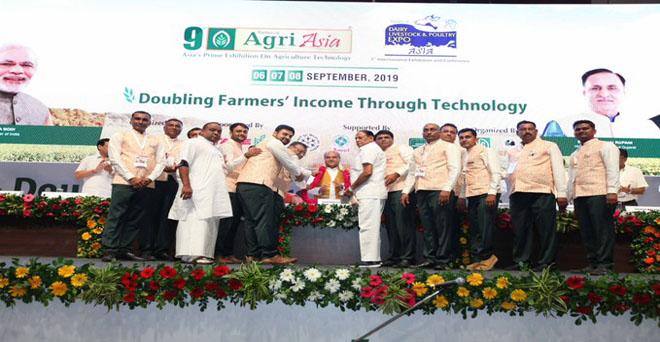गुजरात के गांधीनगर में आयोजित 9वें एग्रो एशिया समिट और प्रदर्शनी में देश और विदेश की लगभग 200 से अधिक कंपनियां भाग ले रही हैं और इसका लाभ सभी किसानों को मिलेगा।