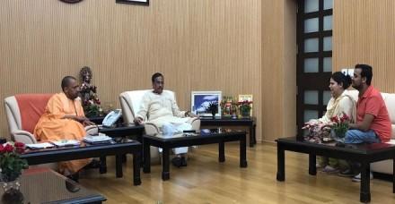 योगी से मिलीं विवेक तिवारी की पत्नी, कहा- सरकार पर भरोसा, अच्छी जगह नौकरी और सुरक्षा मांगी