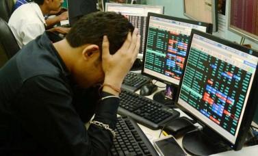 भारत-अमेरिका के बीच टैरिफ वॉर से 491 अंक गिरकर बंद हुआ शेयर बाजार