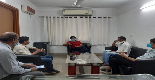 दिल्ली के पूसा कैम्पस में विभिन्न संस्थानों के कृषि वैज्ञानिकों के साथ टिड्डी रोकथाम को लेकर केंद्रीय कृषि राज्य मंत्री कैलाश चौधरी ने विस्तार से चर्चा की तथा आवश्यक दिशा निर्देश दिए।