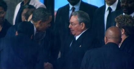 शिखर सम्मेलन में ओबामा, कास्त्रो एक साथ दिखे