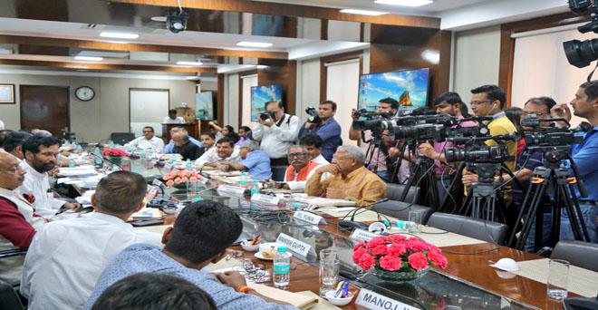 खाद्य एवं आपूर्ति उपभोक्ता मामलों के मंत्री राम विलास पासवान ने ई-कॉमर्स कंपिनयों के लिए दिशानिर्देश पर संसद सदस्यों से बैठक कर अनुरोध किया कि जो भी सुझाव देना चाहते हैं, वह 15 सितम्बर, 2019 तक विभाग को लिखित रूप में भेज दें।