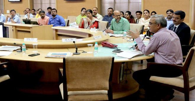 मध्य प्रदेश के मुख्य सचिव श्री एसआर मोहंती ने राज्य में बाढ़ और अतिवृष्टि से हुई क्षति का आकलन करने आए केन्द्रीय अंतर मंत्रालयीन दल के साथ बैठक की