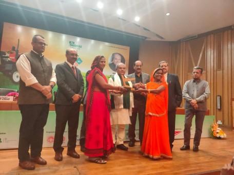 मध्य प्रदेश के देवास में 2012 में स्थापित रामरहीम प्रगति प्रोड्यूसर कंपनी लिमिटेड में 304 स्वयं सहायता समूह शेयरधारक हैं और इन समूहों से करीब 4,200 सदस्य जुड़े हैं।