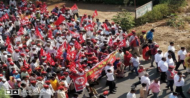 अपनी मांगों को लेकर महाराष्ट्र के किसान एक बार फिर सड़क पर