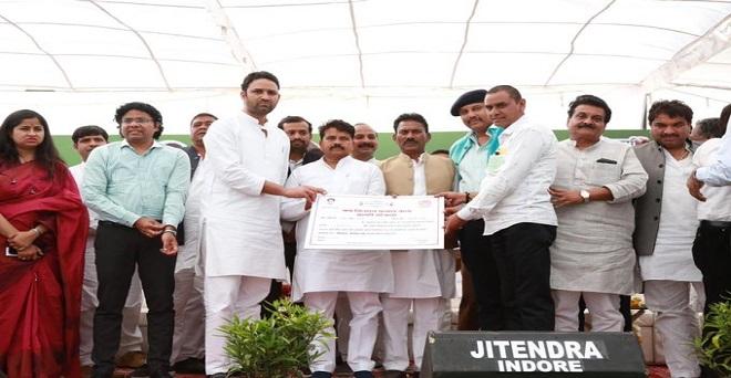 मध्य प्रदेश के कृषि मंत्री ने आज इंदौर के देपालपुर में