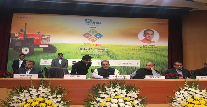 आउटलुक एग्रीकल्चर कॉनक्लेव एंड स्वराज अवॉर्ड्स के अवसर पर केंद्रीय कृषि मंत्री राधा मोहन सिंह