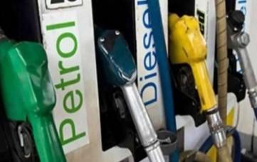दो दिन थमने के बाद फिर बढ़े तेल के दाम, दिल्ली में पेट्रोल 106 रुपये पार, जानें डीजल का भाव