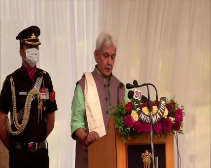 जम्मू-कश्मीर के नए उपराज्यपाल के रूप में शपथ लेते मनोज सिन्हा