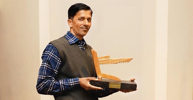उत्तर प्रदेश के सीतापुर में बखरिया निवासी अब्दुल हादी खान अल्प शिक्षित हैं, उन्होंने आम, अनानास, वर्मी कंपोस्ट और नैपियर की मिश्रित खेती का नया मॉडल अपनाया।