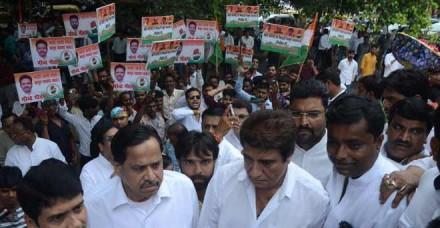 राज बब्बर का आरोप, योगी राज में सरकार के बाउंसर की तरह काम कर रही है पुलिस