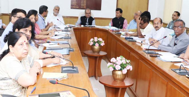 देश के किसानों की आय दोगुनी हो, इसी विषय पर केंद्रीय कृषि मंत्री ने मंत्रालय में अधिकारियों के साथ बैठक की और किसानों की आय दोगुनी करने हेतु सीईओ, एनआरएए अशोक दलवई ने प्रस्तुतीकरण दिया।