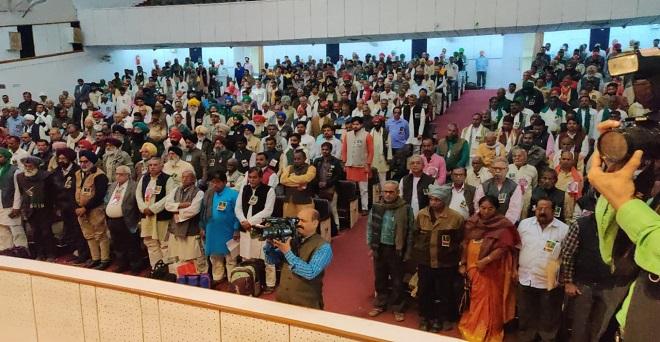 एआईकेएससीसी के तीसरे राष्ट्रीय दो दिवसीय सम्मेलन में भाग लेने आए देशभर के किसान संगठनों के प्रतिनिधि