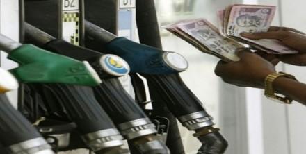 थोड़ी राहत के बाद फिर बढ़े तेल के दाम, दिल्ली में पेट्रोल 81 रुपये तो डीजल 73  के पार