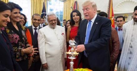 राष्ट्रपति ट्रंप ने व्हाइट हाउस में ऐसे मनाया दीवाली का त्योहार, देखें तस्वीरें