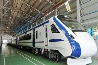 रेलवे ने घटाया 'वंदे भारत एक्सप्रेस' का किराया, जानिए कितना सस्ता हुआ सफर