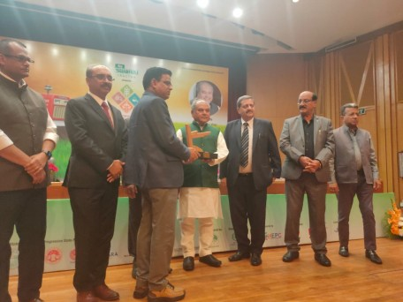 डॉ. ज्ञानेंद्र प्रताप सिंह करनाल स्थित भारतीय गेहूं एवं जौ अनुसंधान संस्थान के निदेशक हैं। उन्होंने गेहूं और जौ की 48 किस्मों के विकास के लिए अनुसंधान में योगदान किया।