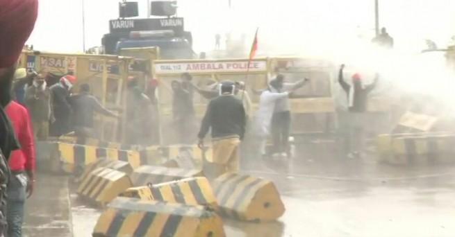 पंजाब: कृषि कानून के खिलाफ किसानों का विरोध प्रदर्शन उग्र हो गया, शंभू बॉर्डर का दृश्य