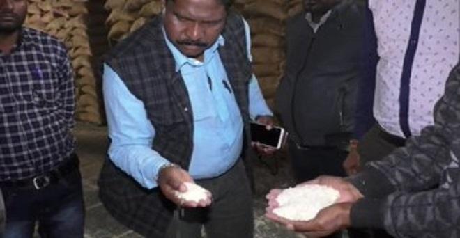 छत्तीसगढ़ के बलरामपुर में प्रेमनगर के एक गोदाम में 16,000 बोरी चावल जोकि सार्वजनिक वितरण प्रणाली के तहत वितरित किया जाना था, नागरिक आपूर्ति निगम की लापरवाही के कारण सड़ गया
