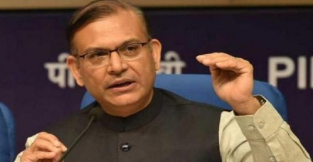 केंद्रीय मंत्री जयंत सिन्हा ने कहा- ऑटो से भी सस्ता है प्लेन का किराया