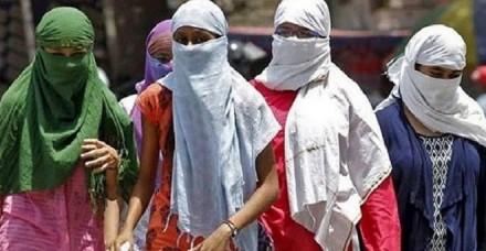 मेरठ की सीसीएस यूनिवर्सिटी का फरमान, कैंपस में स्कॉर्फ नहीं पहने छात्राएं