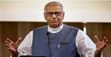 यशवंत सिन्हा का PM पर हमला, बोले- जब तक सत्ता में हैं, तभी तक करिश्माई नेता हैं मोदी