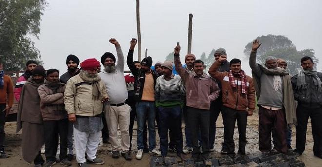 शाहजहांपुर में राष्ट्रीय किसान मजदूर संगठन के जिला अध्यक्ष अमरजीत सिंह ग्रामीण भारत बंद मोर्चा को संभाल हुए