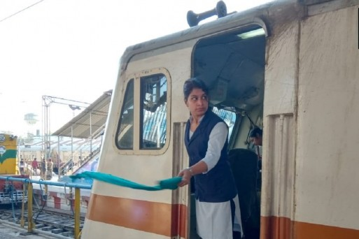 Railway staff on board Bhopal-Bilaspur Express, including