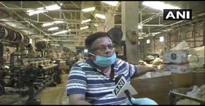 पश्चिम बंगाल के उत्तर 24 परगना में स्थित बसु जूटेक्स प्राइवेट लिमिटेड के निदेशक एसएन बसु ने कहा कि अगर सरकार अनुमति दे तो जूट मिलों में मशीनों को एक मीटर की दूरी पर रखने के साथ ही श्रमिकों का स्कैन भी किया जायेगा